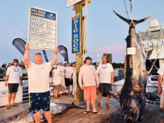 TOP DOG's 914-pound blue marlin wins Big Rock!